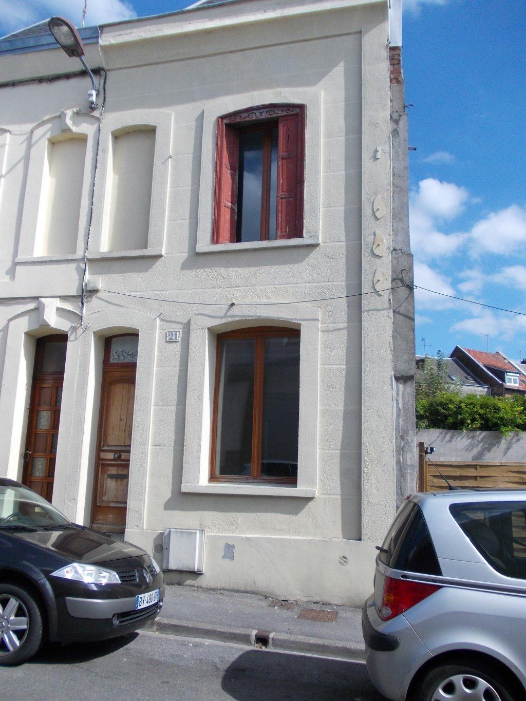 Maison saint quentin achat vente acheter une maison for Plan de maison 2 chambres salon cuisine douche
